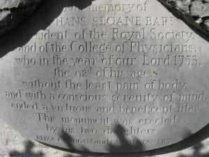 Hans Sloane Memorial Inscription, Chelsea, London. Credit: Alethe, Wikimedia Commons, 2009.
